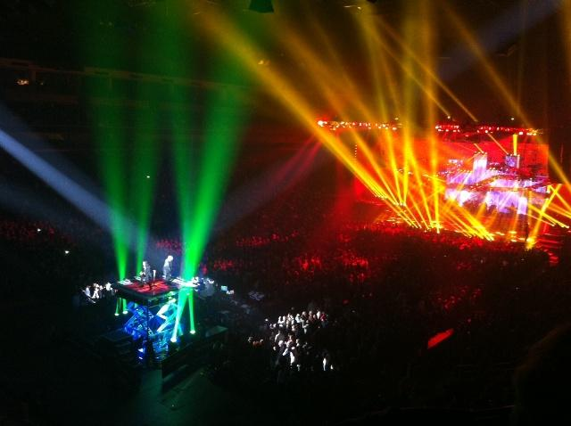 The+TSO+family+performs+both+on+stage+and+in+the+audience+to+provide+the+ultimate+entertainment+experience
