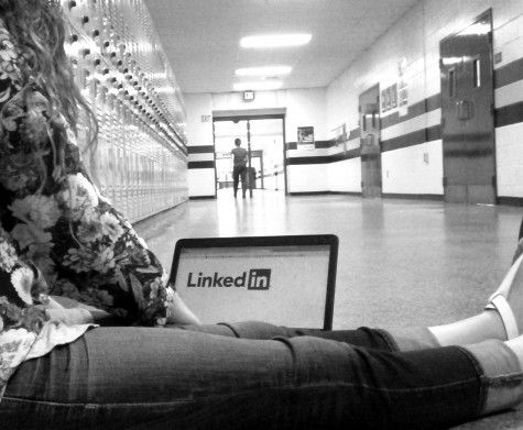 Students can use the ease of social media to simplify transitioning into the professional world.