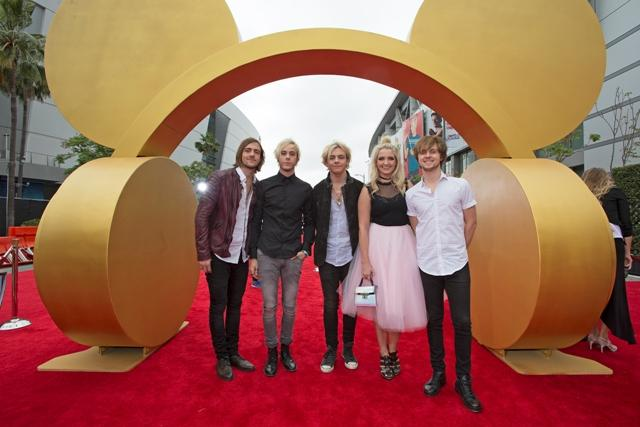 This is a picture taken of R5 at one of their tour destinations. (Left to right: Rocky, Riker, Ross, Rydel, Ratliff).