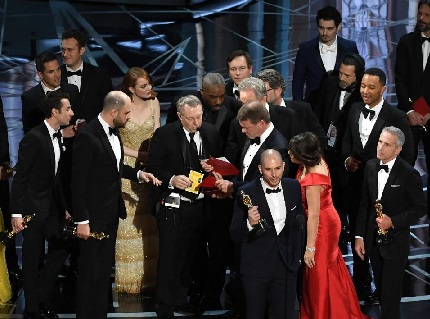 All the cast of 'La La Land' is on stage to receive their award for Best Picture. Meanwhile, the cast of 'Moonlight' joins them after being informed of the mix up.