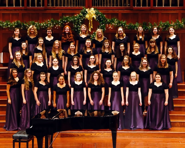 Cantamus, the women's choir of the 2017-2018 school year, at the holiday concert. [Picture by nfhsraiderchorus.org].