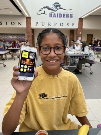 Maddison Madrigal shows her new home screen theme based on the Hogwarts house, Hufflepuff. Photo by Melody Scott.