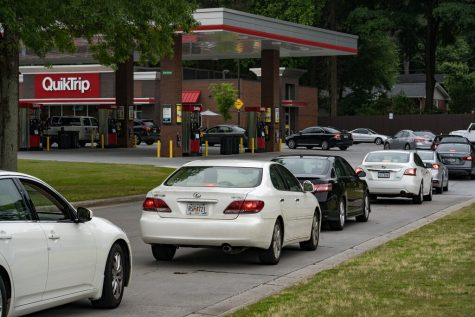 Cars waiting in line for gas after the Colonial Pipeline got hacked. Photo by: Megan Varner/Getty.