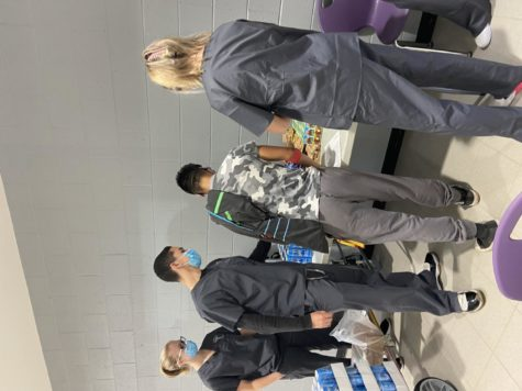 HOSA Co-President and senior Rodrigo Colon Garcia helped a donor select his post-donation snack to ensure the donor's safety and wellbeing. Photo by Sarah Treusch.